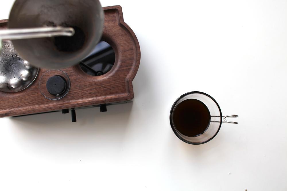 the-barisuer-alarm-clock-coffee-maker-01