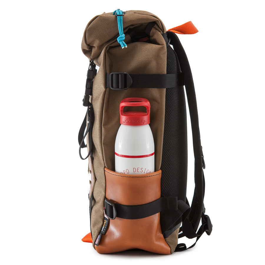 topo_designs_howler_klettersack_15L_water_bottle_1024x1024