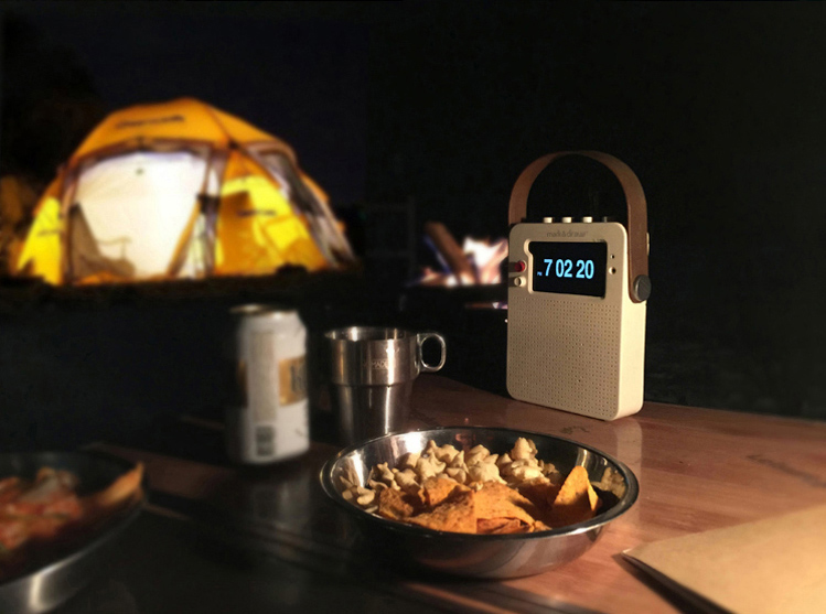 3042733-slide-s-7-turn-your-old-iphone-into-a-new-braun-inspired-radio