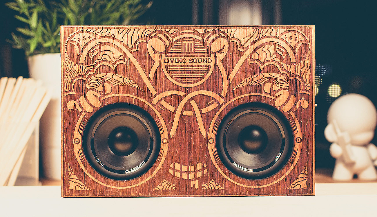 showcase-wooden-boombox-front-lee