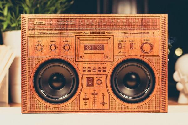 showcase-wooden-boombox-front-mize