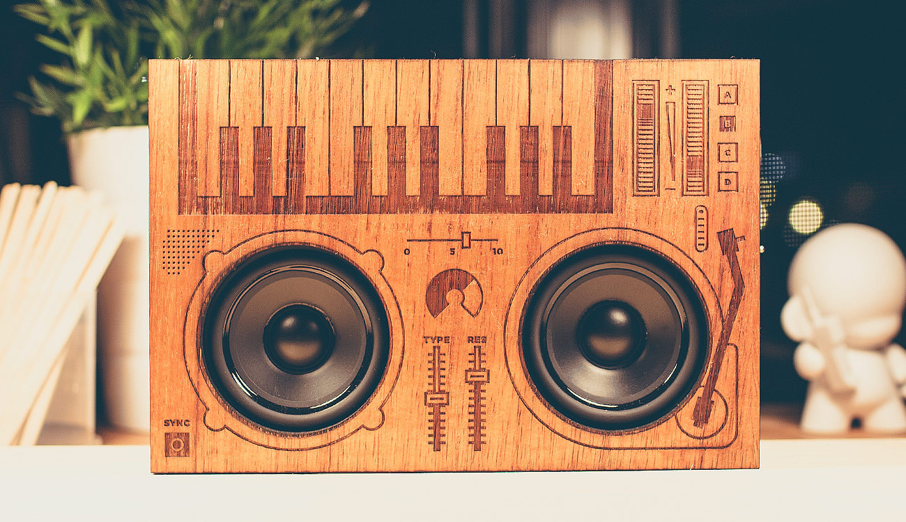 showcase-wooden-boombox-front-sizemore