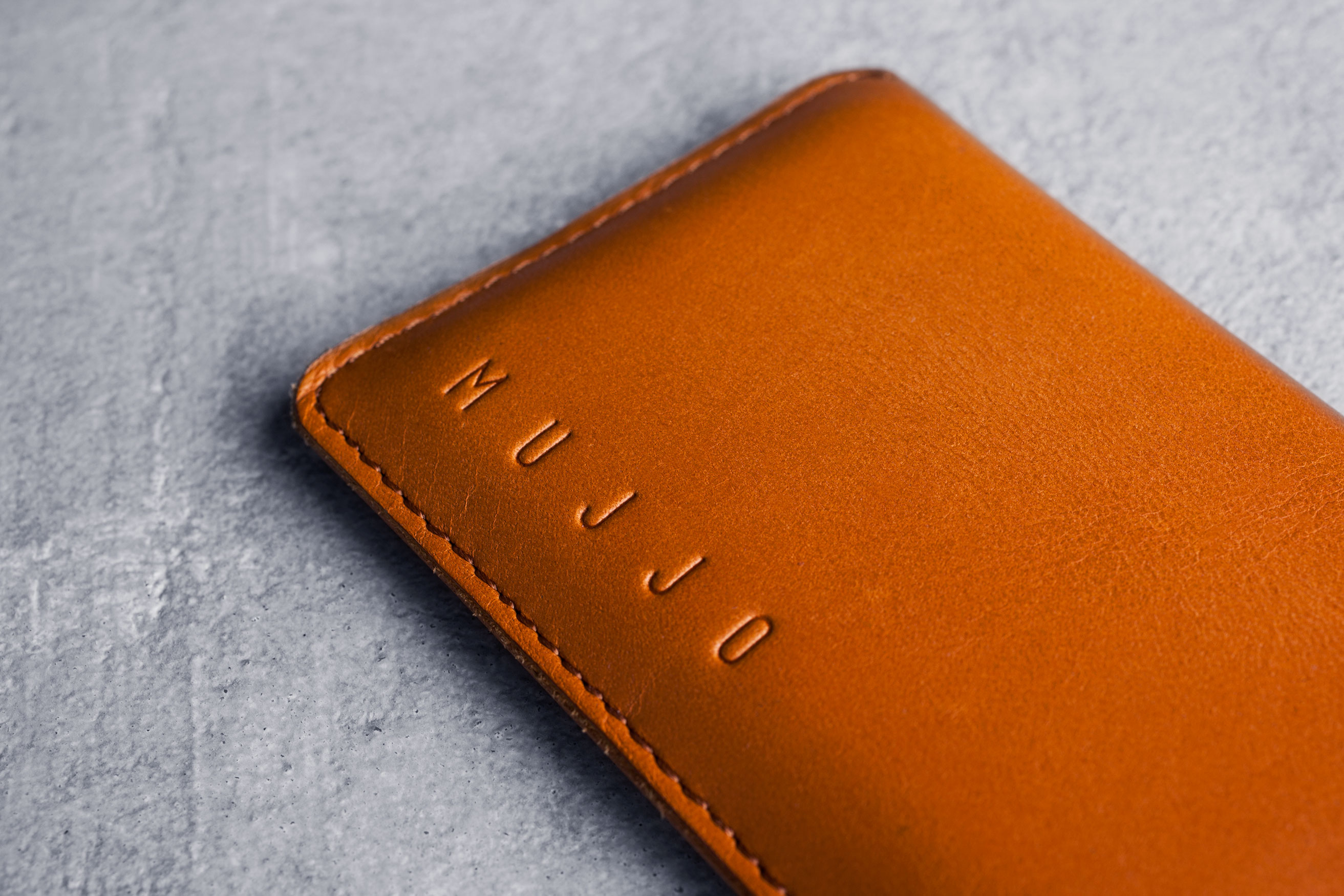 Leather-Wallet-Sleeve-for-iPhone-6-Tan-Lifestyle-502