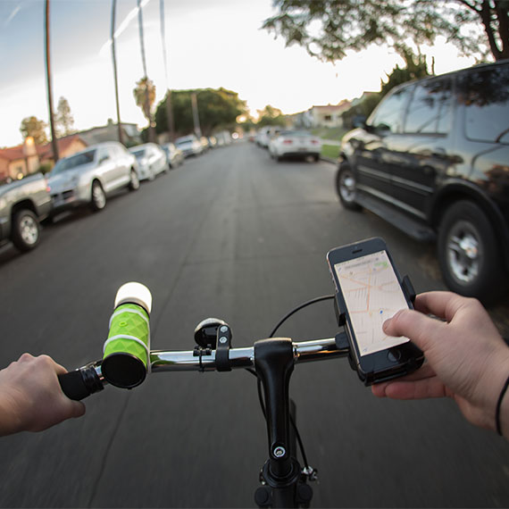 buckshot-pro-portable-speaker-bikelight-570x570