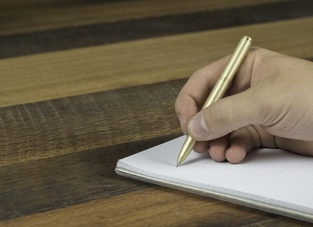 pen-wood-hand