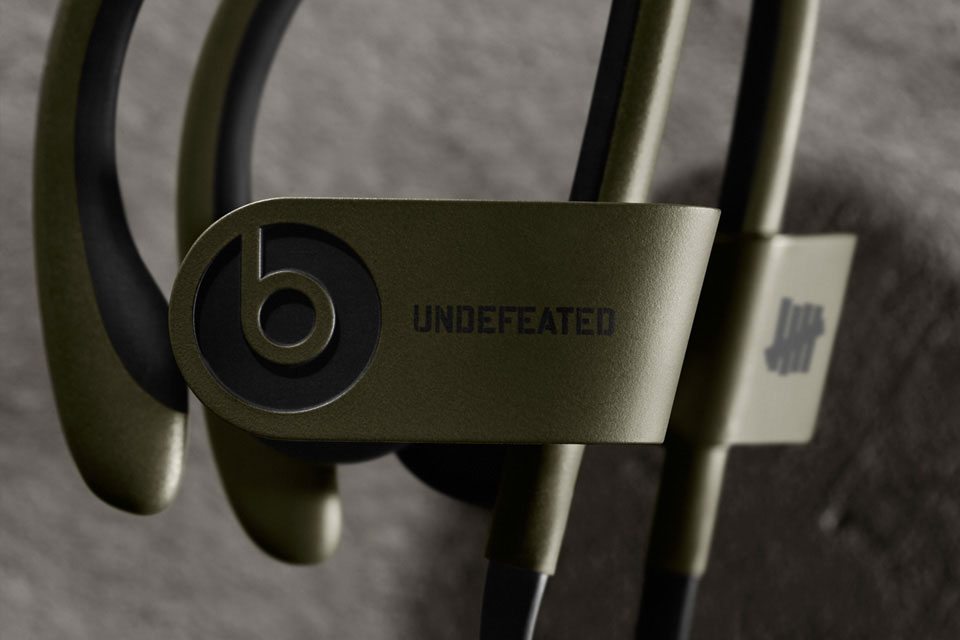undefeated-x-beats-by-dre-limited-edition-powerbeats-2-wireless-0