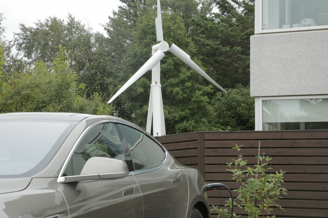 Trinity 2500 mounted and charging a Tesla Model S