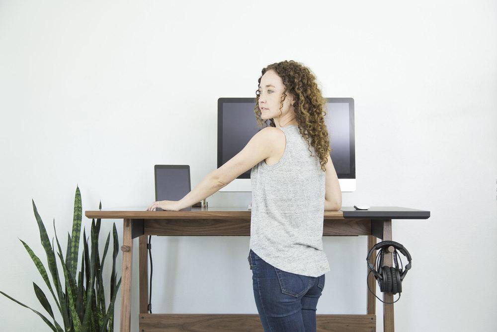 Artifox_Standing+Desk_Walnut_Stand_2