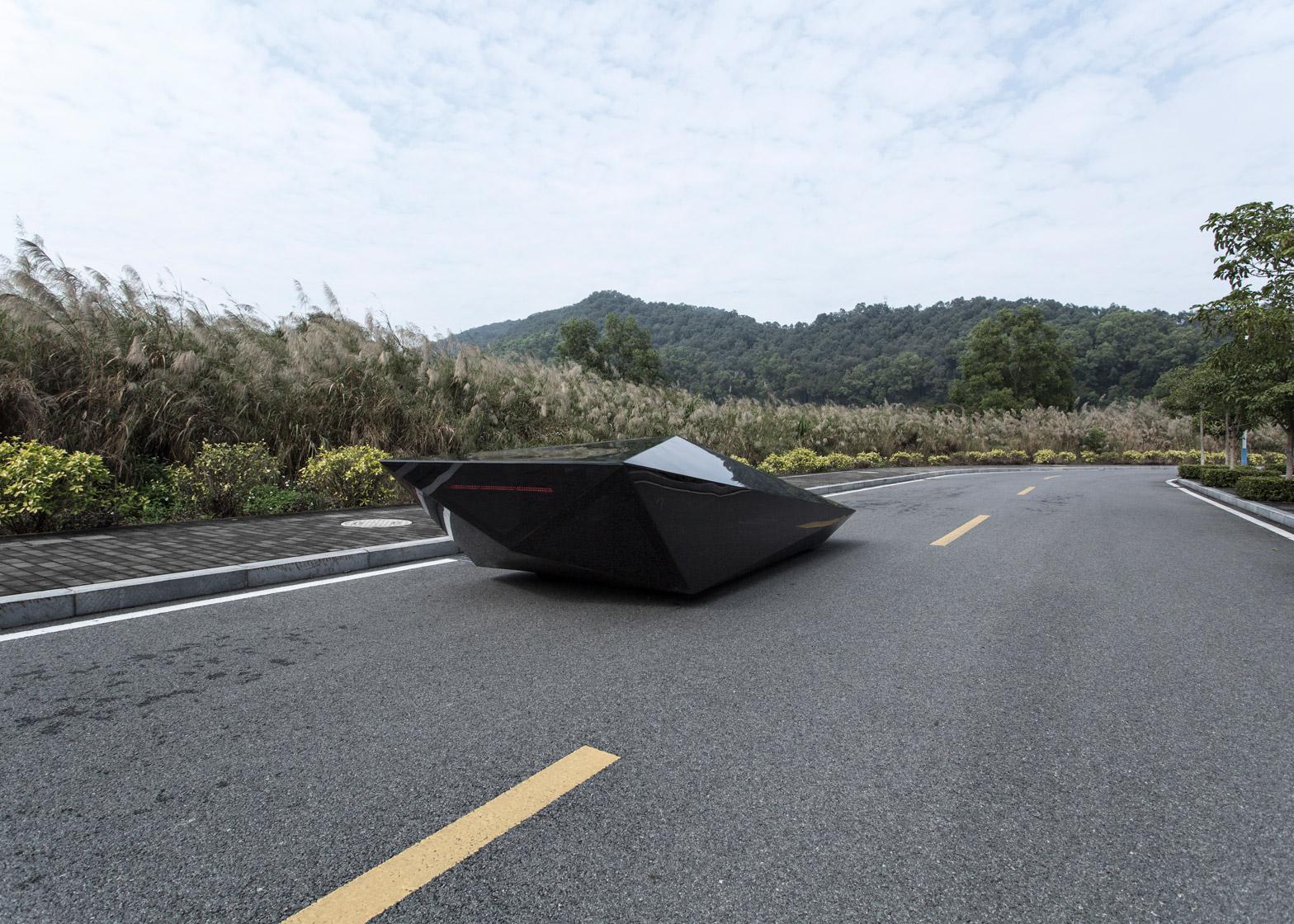 Lo-Res-car-concept_United-Nude_Lamborghini_dezeen_1568_0