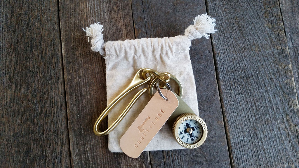 brass-compass-key-hook-everydaycarry-keychain-keyring-03_1024x1024