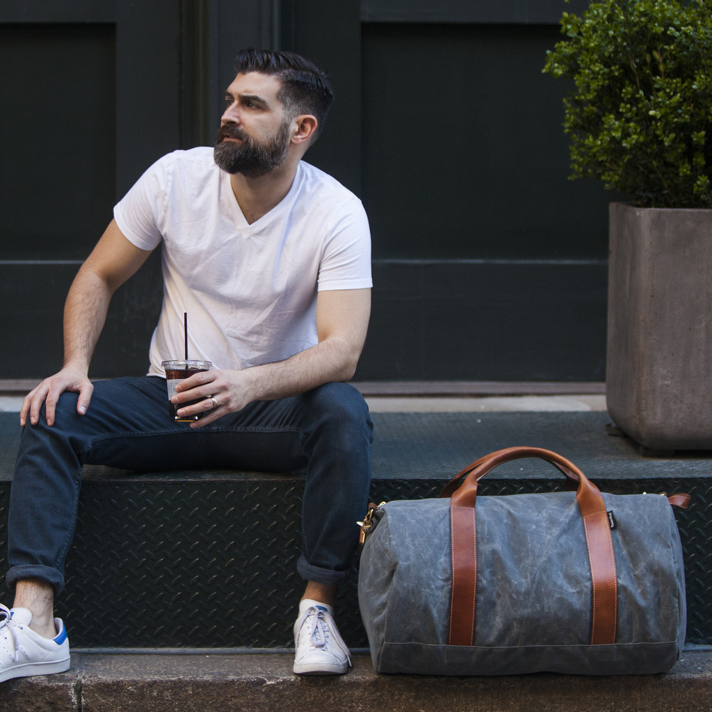 charcoal_waxed_weekender_lifestyle_sitting_1024x1024