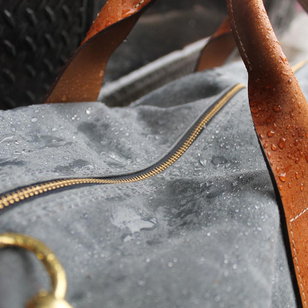 waterproof_weekender_charcoal_rain_1024x1024