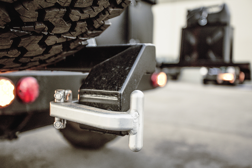 ICON_Land_Rover_D90_Reformer_r_bumper_hndl