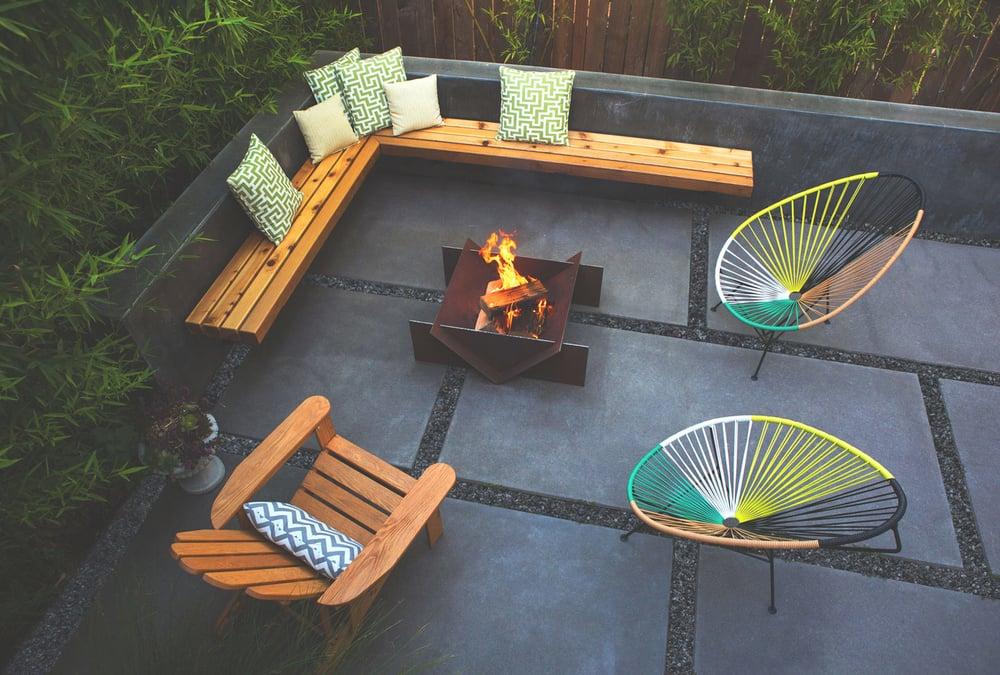 stahl-firepit-backyard