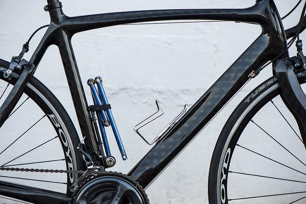 bike_on_white_wall_grande