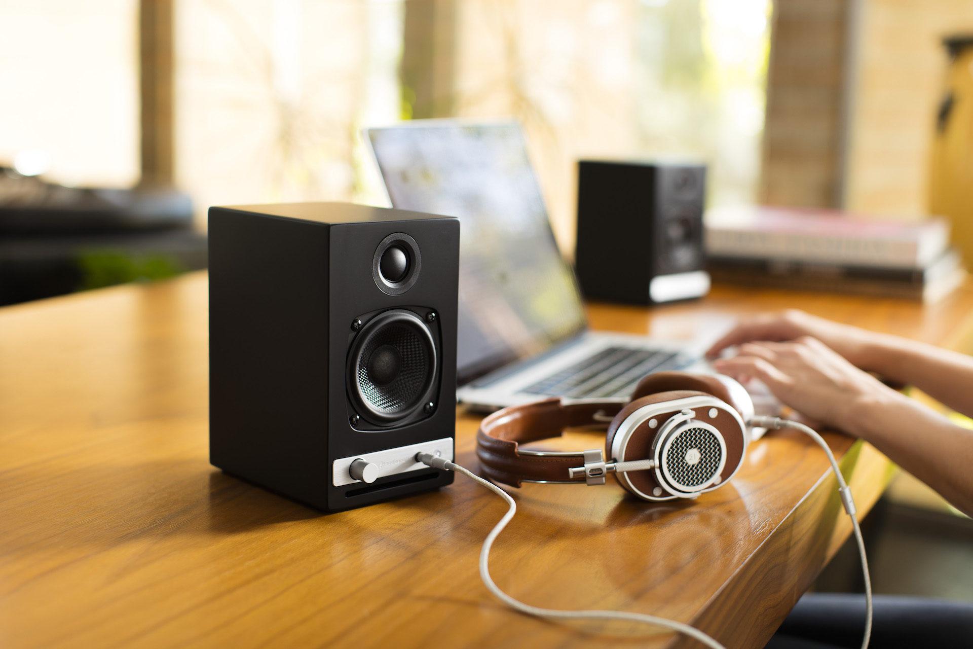 hd3-lifestyle-headphones-no-grill-1920x1280
