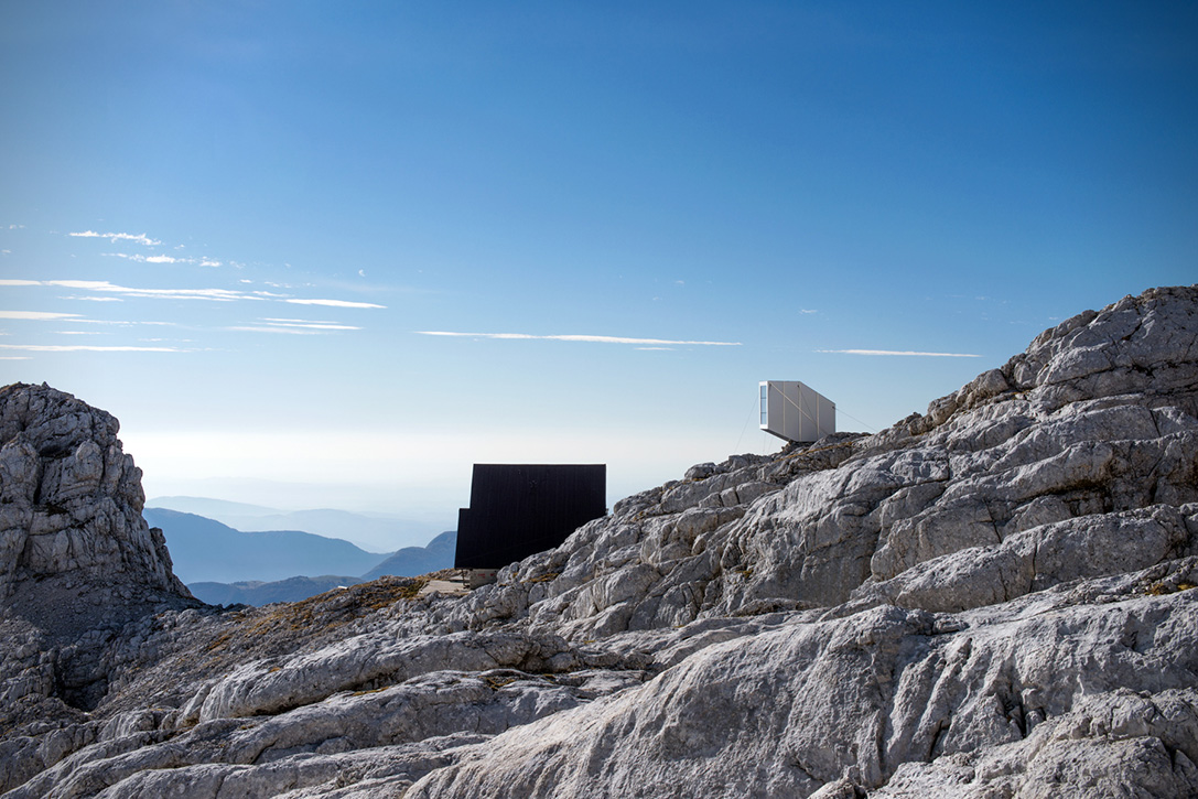 tiny-winter-cabin-on-mt-kanin-by-ofis-10