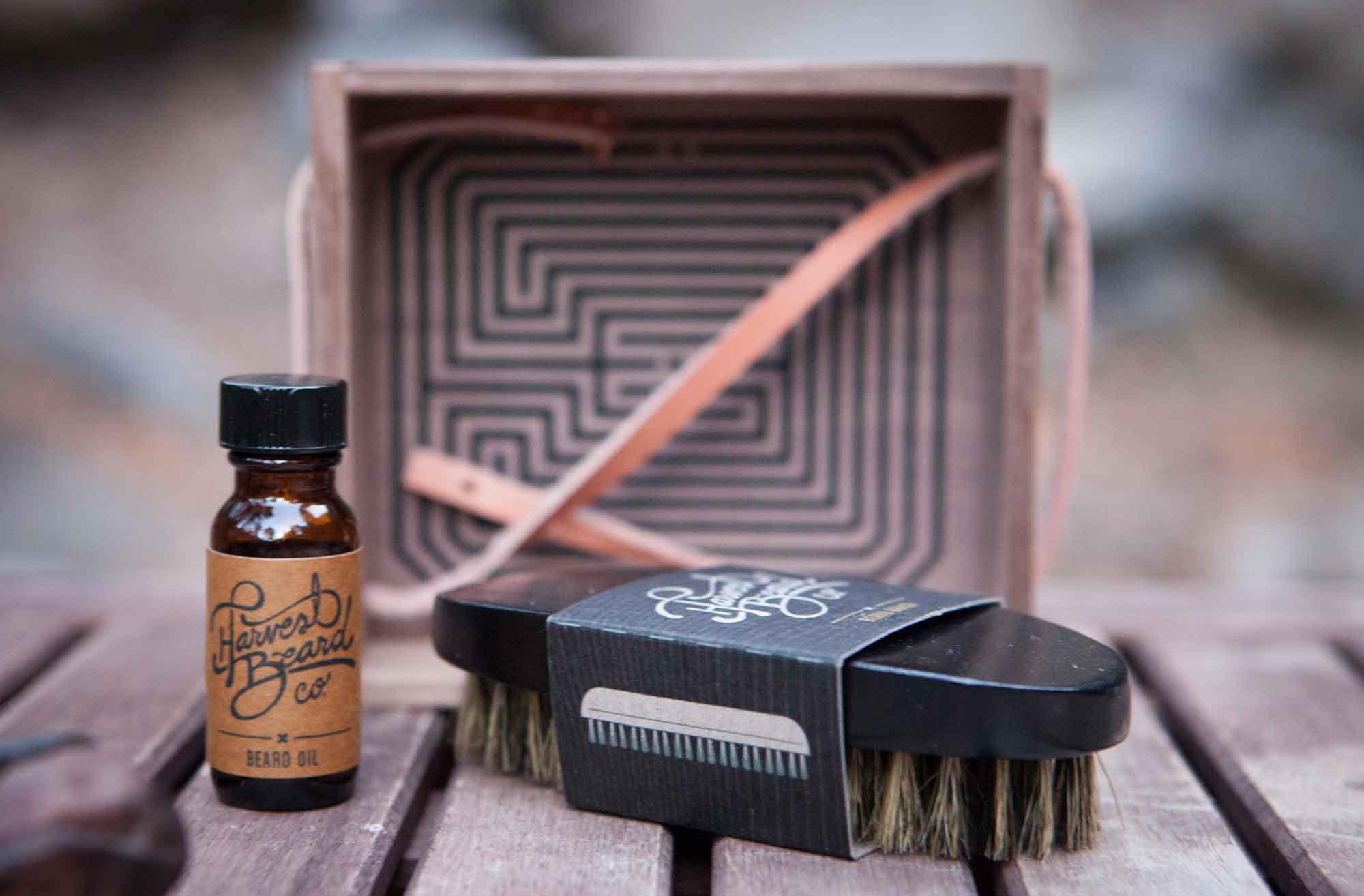 smithandcox_site_bigs_harvestbeard_beardbrush_kit_02