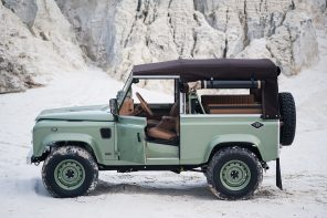 Cool & Vintage Grasmere Green Land Rover D90