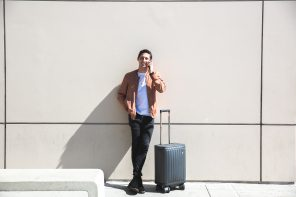ROLLOGO Escape S Power Generating Suitcase