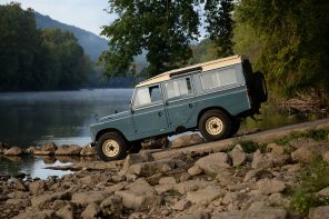 Commonwealth Classics 1966 Late Series-IIA Land Rover 109